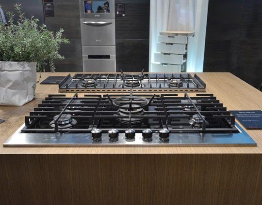 Gas On Glass Cooktops From Electrolux Kitchenaid Franke Smeg Kitchen Aid Cooktop Electrolux
