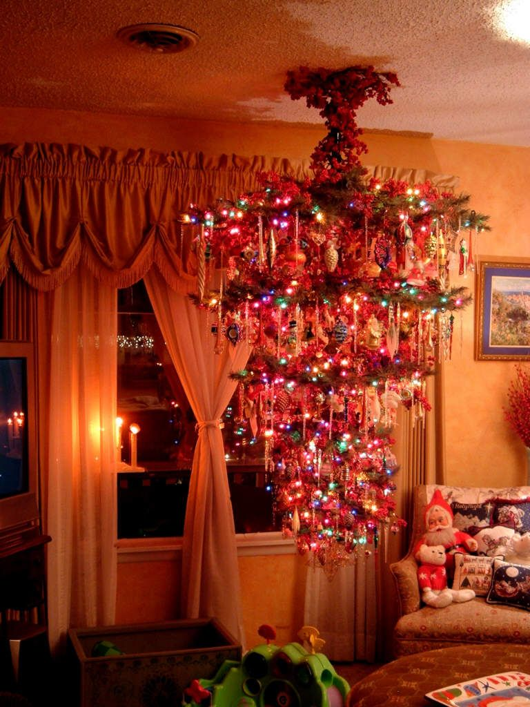 Okay, that does it! Next year I'm hanging my tree upside ...