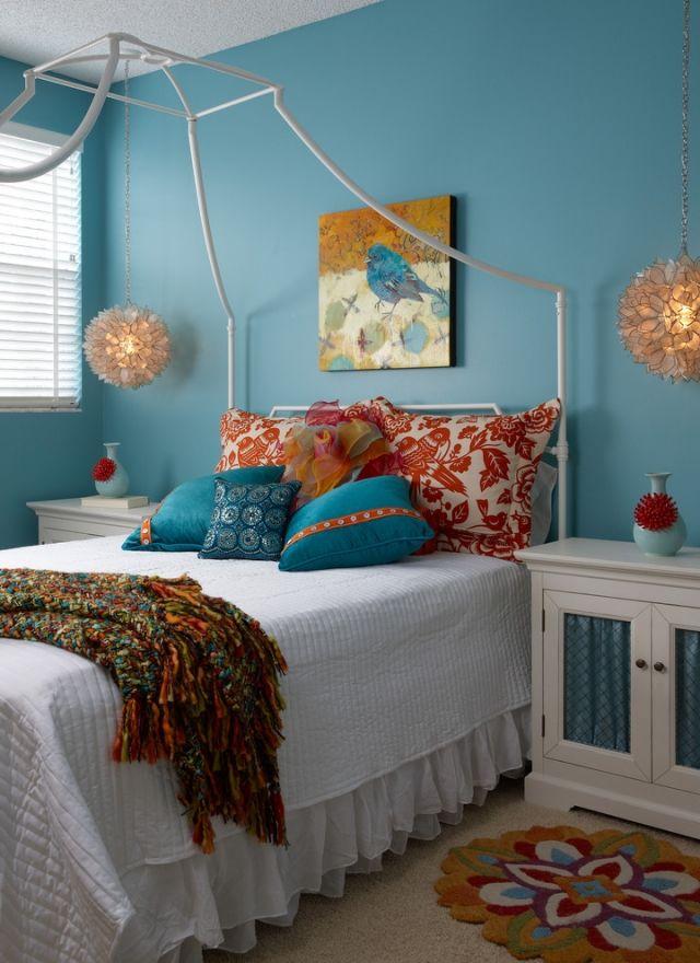 jugendzimmer für mädchen ideen-himmelbett-tuerkisblaue-wandfarbe