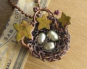 Collier Pendentif nid d'oiseaux, fil enveloppé, léger mou vert 7mm perles d'eau douce, cuivre, vigne peint à la main