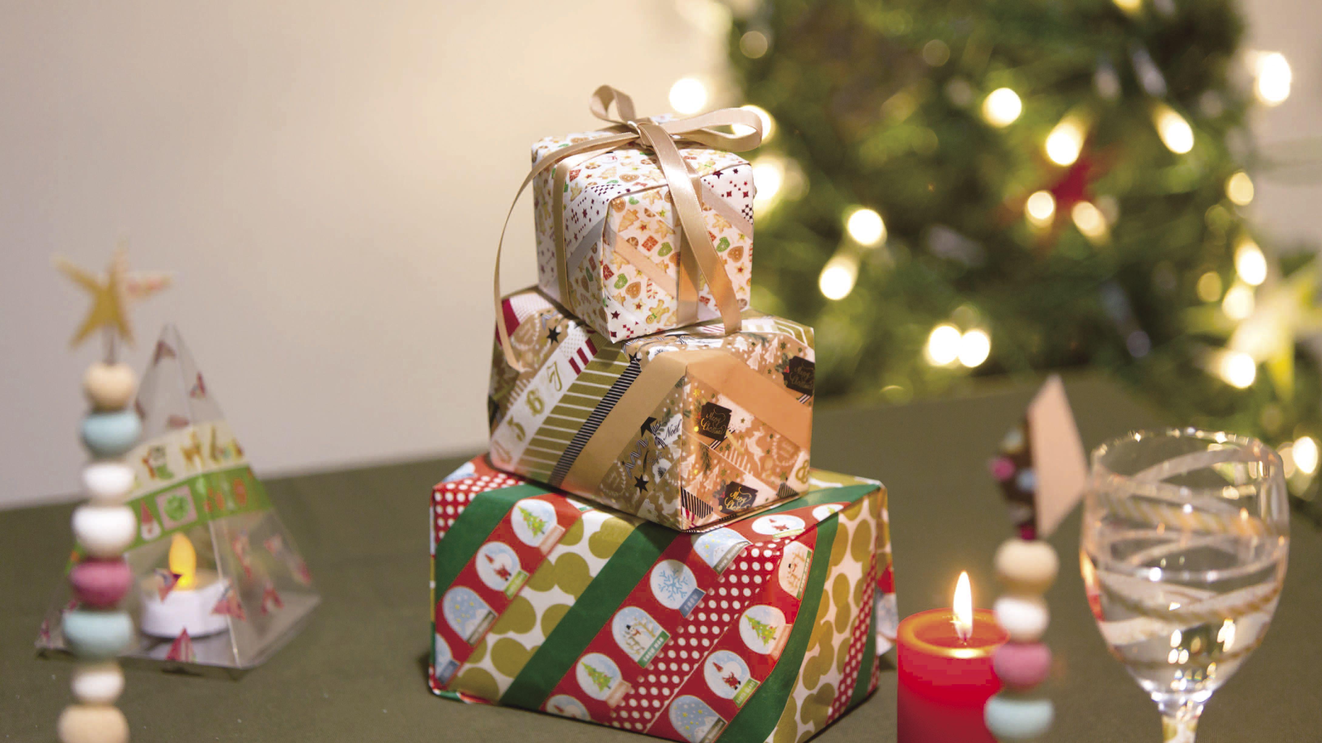 Decoration De Paquets Cadeaux des paquets cadeaux personnalisés avec masking tape | déco