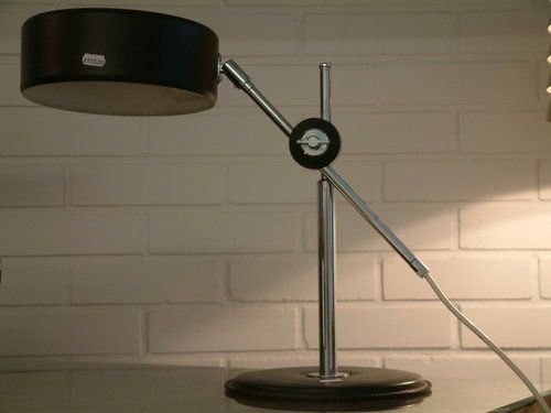 Kirjoituspöydän valaisin Design Hans Bergström, Ateljee Lyctan upea valaisin. Hyvät säädöt, kahdella polttimella ja jalustassa nahkaverhoiltu.