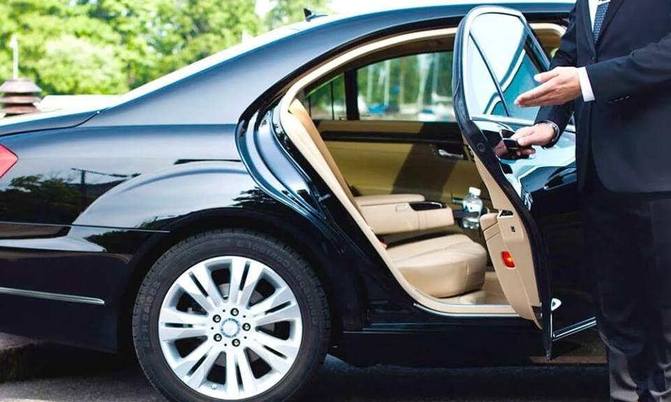 Get Most Trusted Insured Door To Door Pickup And Drop Off Service From Sarasota Bradenton International Airpo Transportation Services Transportation Sarasota