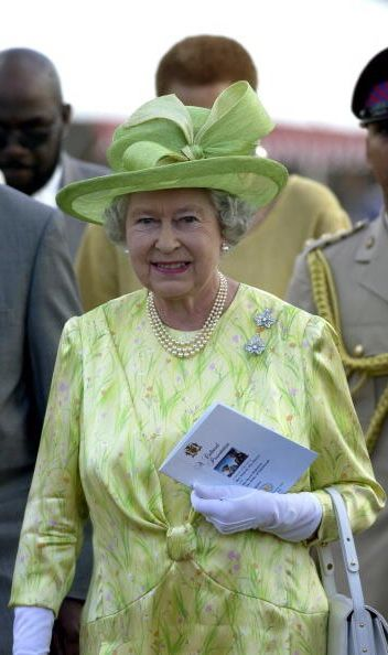 February 19, 2002, Jamaica Queen Elizabeth On The Second Day Of Her Official Tour Of Jamaica Attending A Cultural Presentation In The Gardens Of The Governor General's Residence, Kings House #queenshats