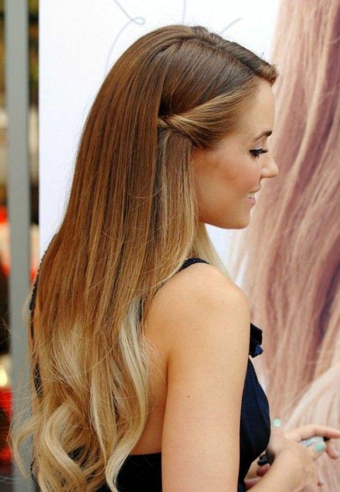 Lockige haare zur seite gesteckt
