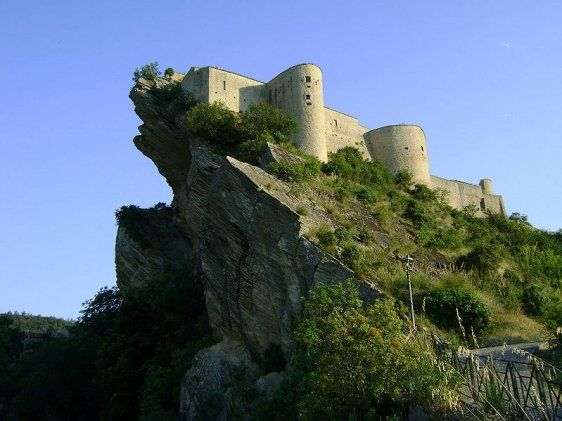 Castello di Roccascalegna in Chieti province, Abruzzo  -- Find articles on #Adventure #Travel , #Outdoor Pursuits, and #Extreme Sports including #Italy at http://adventurebods.com