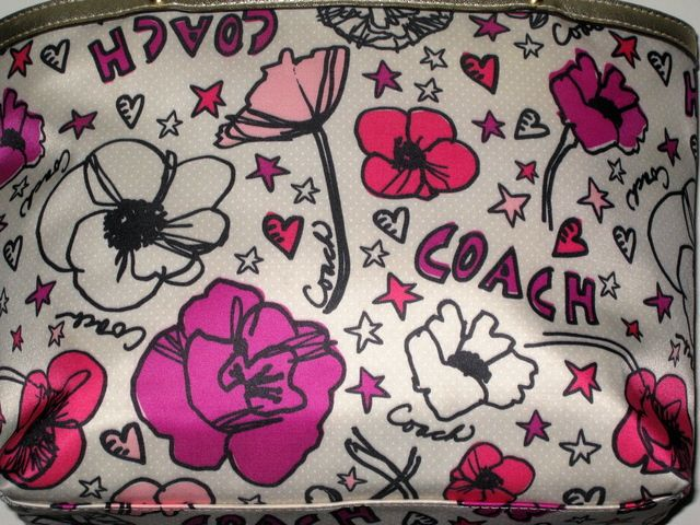 'COACH Daisy Floral Print Top Handle Tote Bag' is going up for auction at  2pm Fri, Jan 10 with a starting bid of $25.