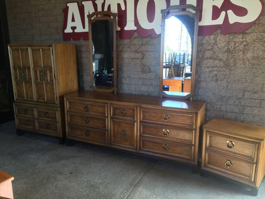 Thomasville Mid-Century 4-Piece Bedroom Set Hollywood Regency ...