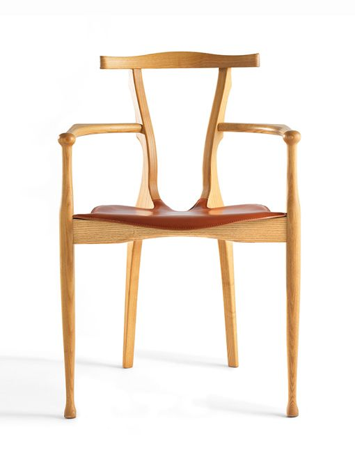 The chair has become a point of reference in twentieth century design in our country. The clearest influences came from Antoni Gaudí and Carlo Mollino.