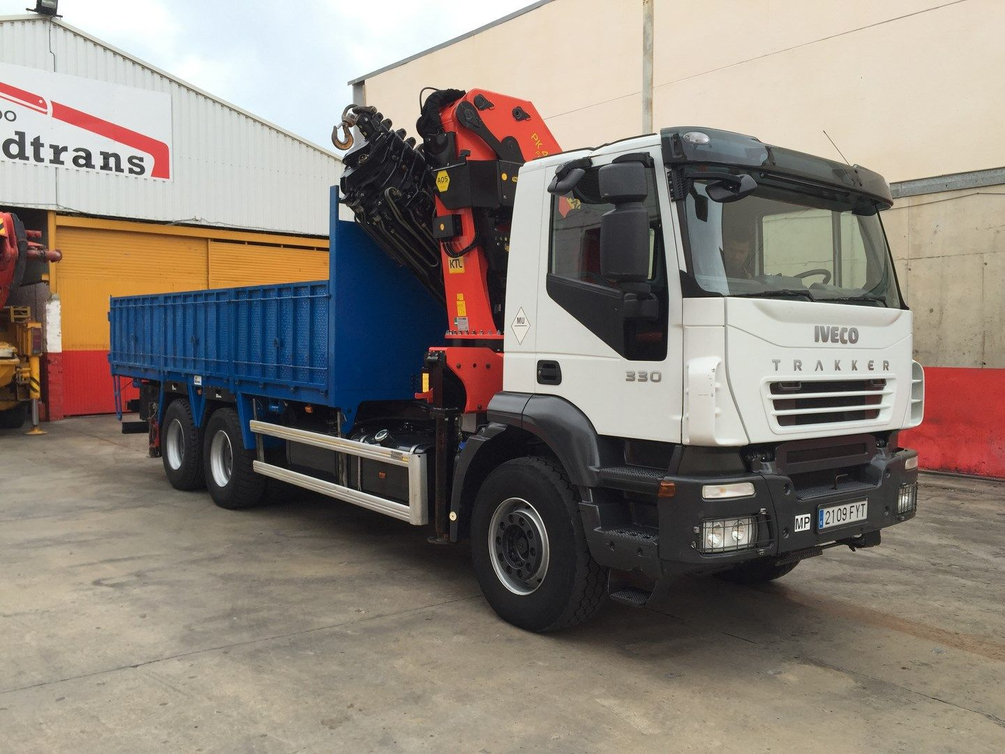 Self Loading Crane Truck Iveco Trakker 330 Cv 2007 Euro 4 6x4 Zf 16v 144 500km Equipped With Crane Palfinger 44002 8 2 H Truck Cranes Trucks Used Trucks