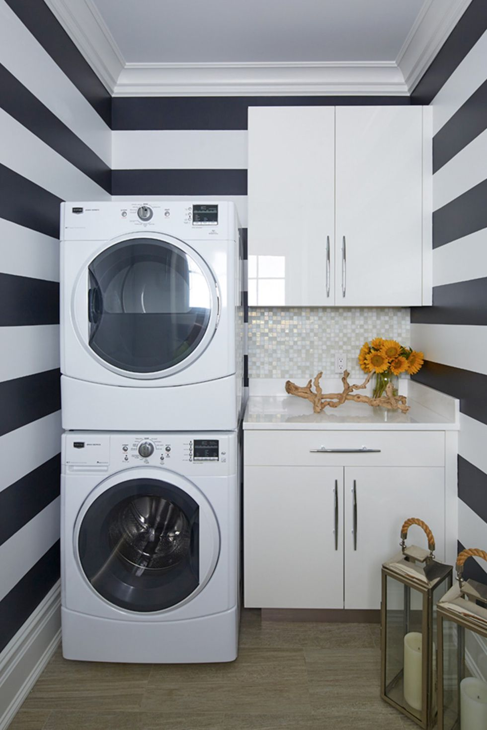 20 Ultra Modern Laundry Rooms That Fit Into The Most Contemporary Homes Laundry Room Inspiration Laundry Room Remodel Modern Laundry Rooms