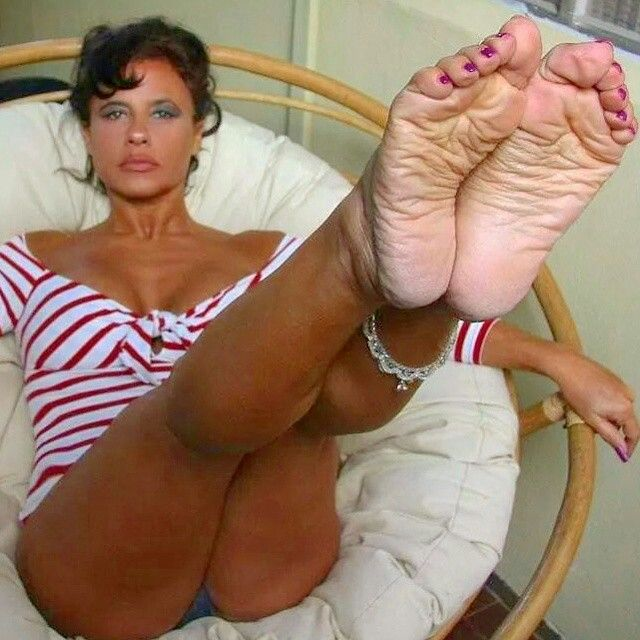 Sexy wrinkled mature soles