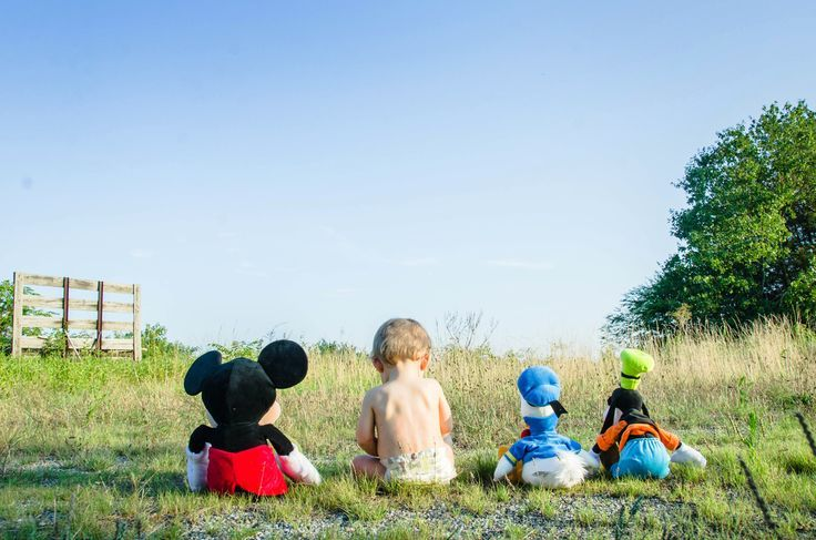 50 Fotoshooting-Ideen für Familien zum Ausprobieren dieses Wochenendes! #mickeymousebirthdaypartyideas1st