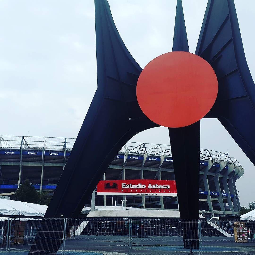 El gigante estadio Azteca!