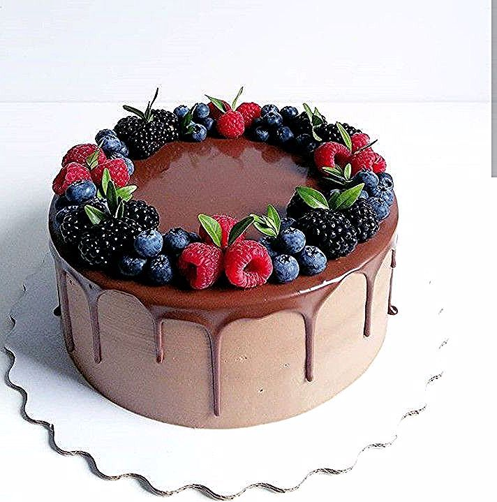 Pin By Komorebi On Cokolada In 2020 Chocolate Cake Decoration Drip Cakes Cake Decorated With Fruit