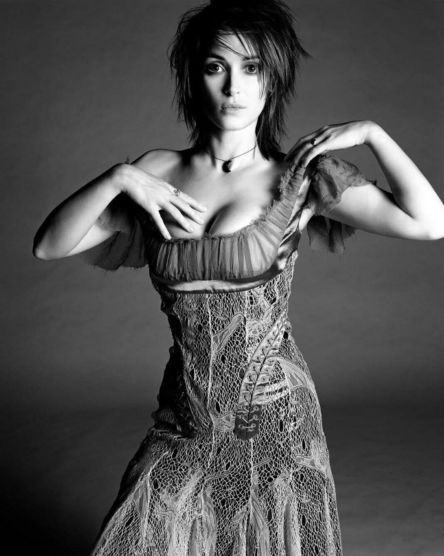 Winona Ryder | Winona ryder, Short hair styles, Winona forever