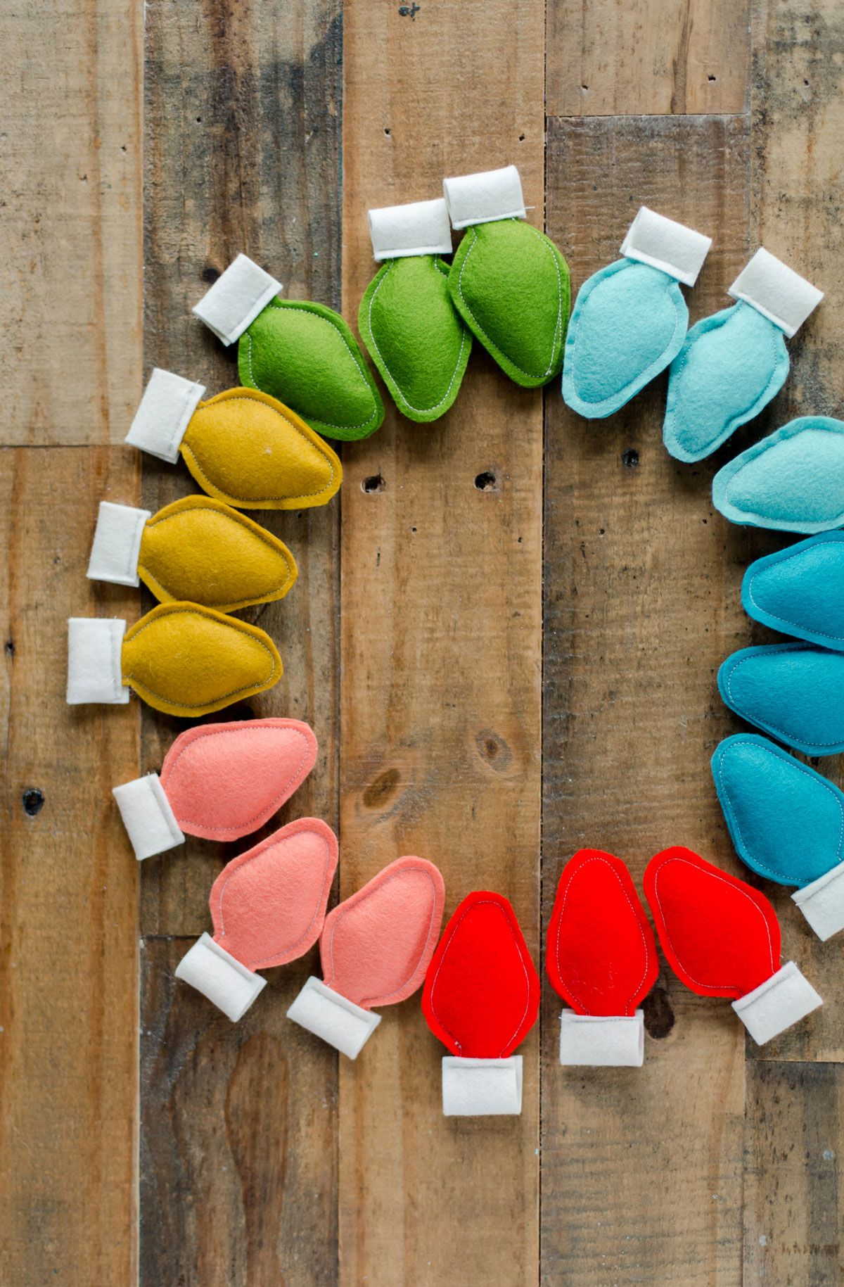 How to make colorful felt Christmas bulb ornaments OR DIY Garland #diychristmasdecor