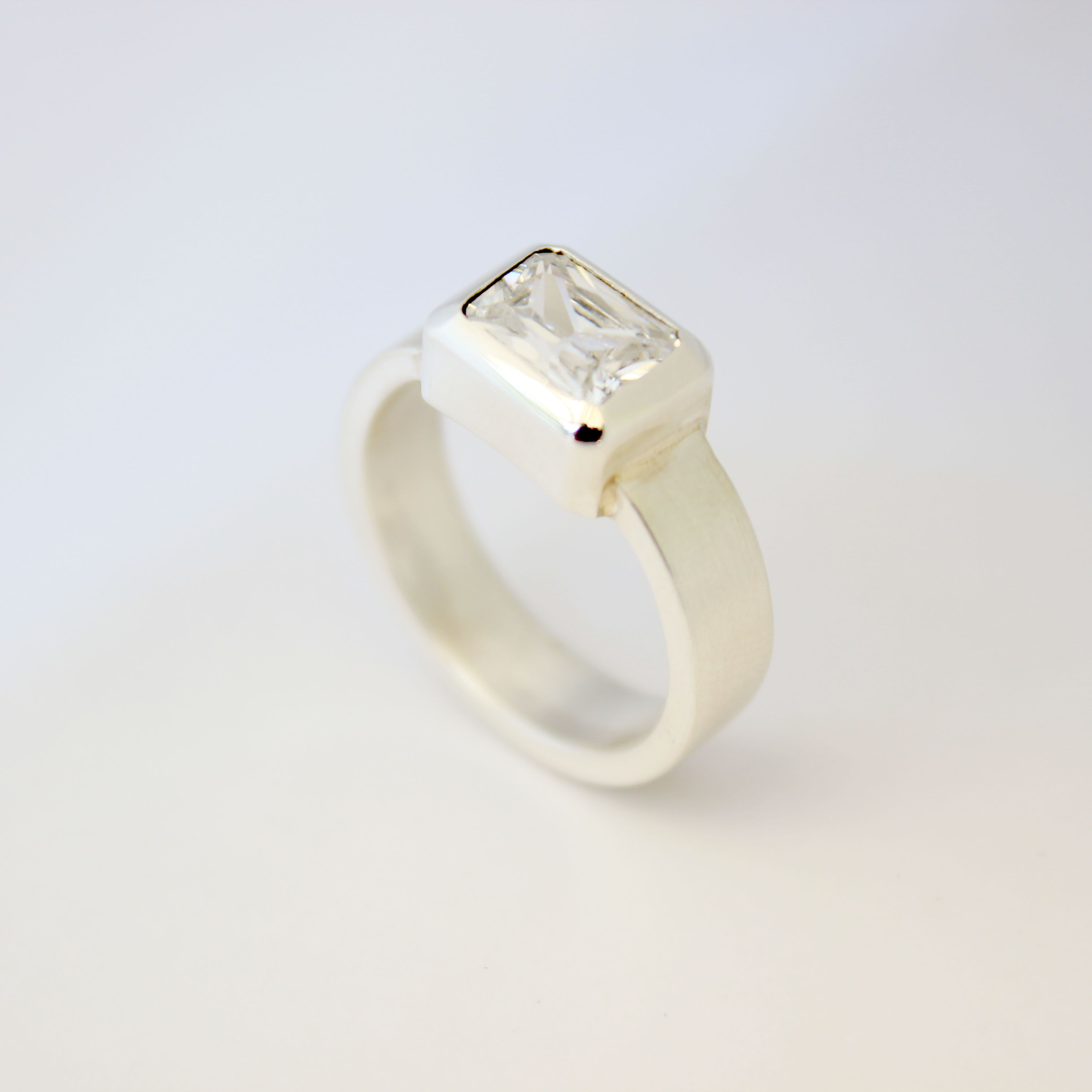 Solitario corte Esmeralda Anillo de plata 950 con cristal Swarovski.