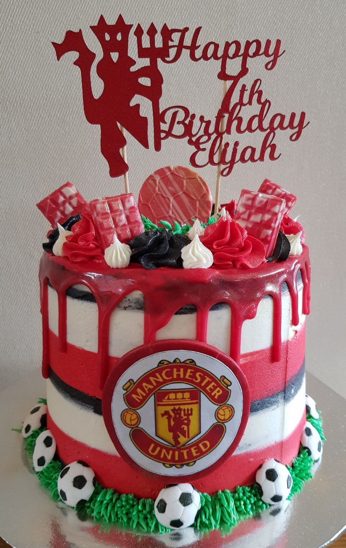 Manchester United Drip Cake Birthday Drip Cake Drip Cakes Birthday Cake For Him