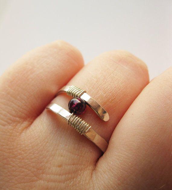 Granatring gehämmert Sterling Silber - moderne zeitgenössische Ring ...