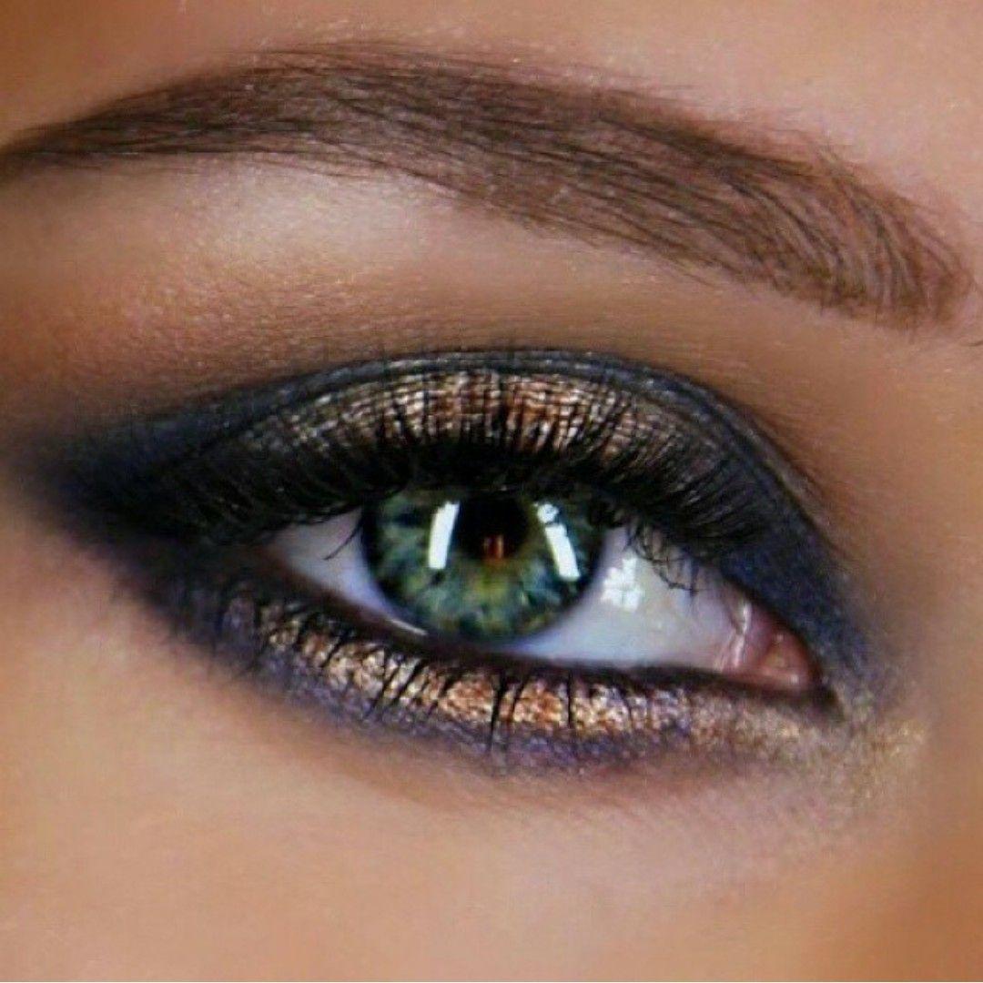 Pin by Maggie Ross on Beauty 101 Gold smokey eye, Blue