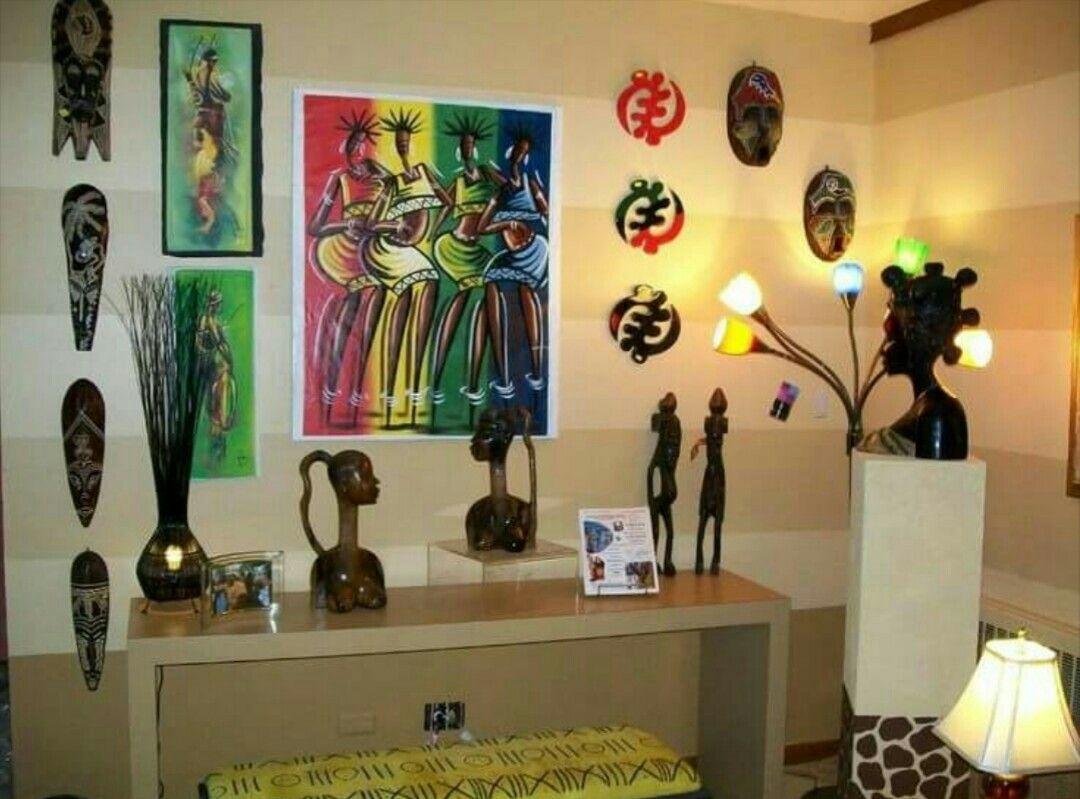 Accessoires pour agrémenter une décoration ethnique. Masque, statuettes, tableaux, par petites touches etc.