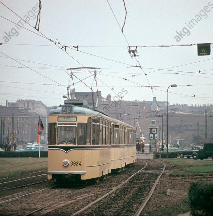 Berlin 01021967 Eine Straßenbahn Der Linie 49 Richtung S Bahnhof