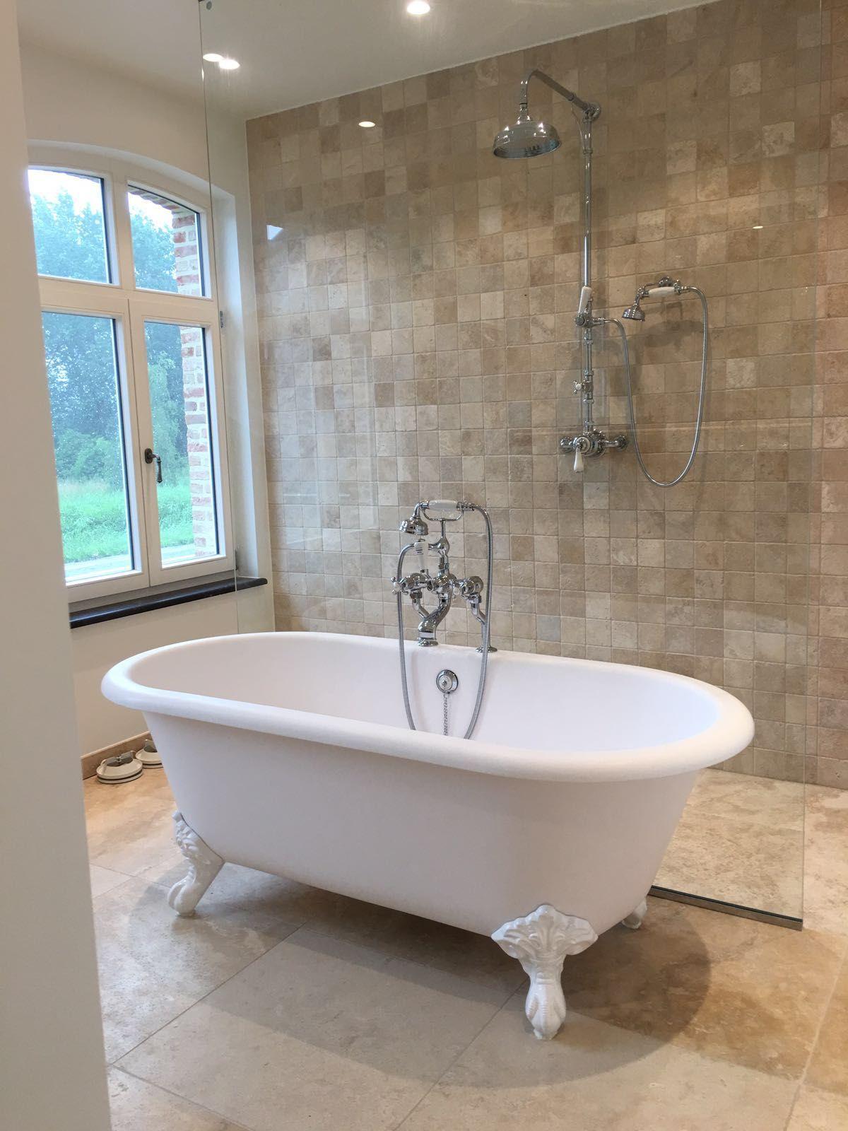 bad op pootjes landelijke regendouche taps baths badkamer
