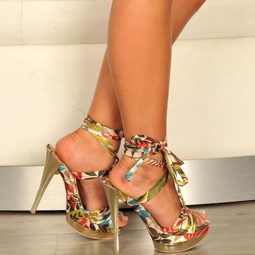 Hot sexy feet in heels
