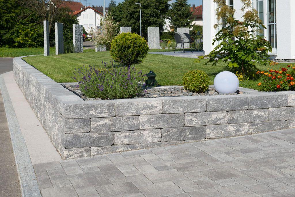 Vermont®-Bruchsteinmauer - Die erst gebrochenen und anschließend gealterten Oberflächen sorgen mit ihren nuancierten Farben für ein natürliches Flair.