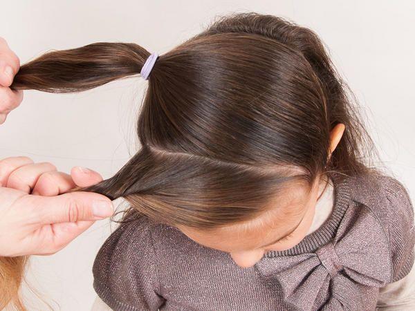 Peinado de fiesta para tu niña paso a paso (fotos) Medias lunas - peinados de nia faciles de hacer