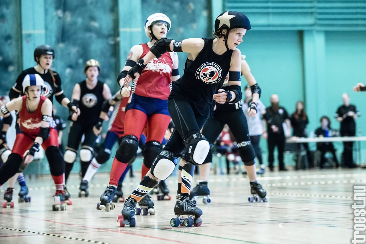 Copenhagen Roller Derby – Rollin Heartbreakers vs. Dock City Rollers (SWE) #rollerderby © 2014 Peter Troest. All rights reserved.