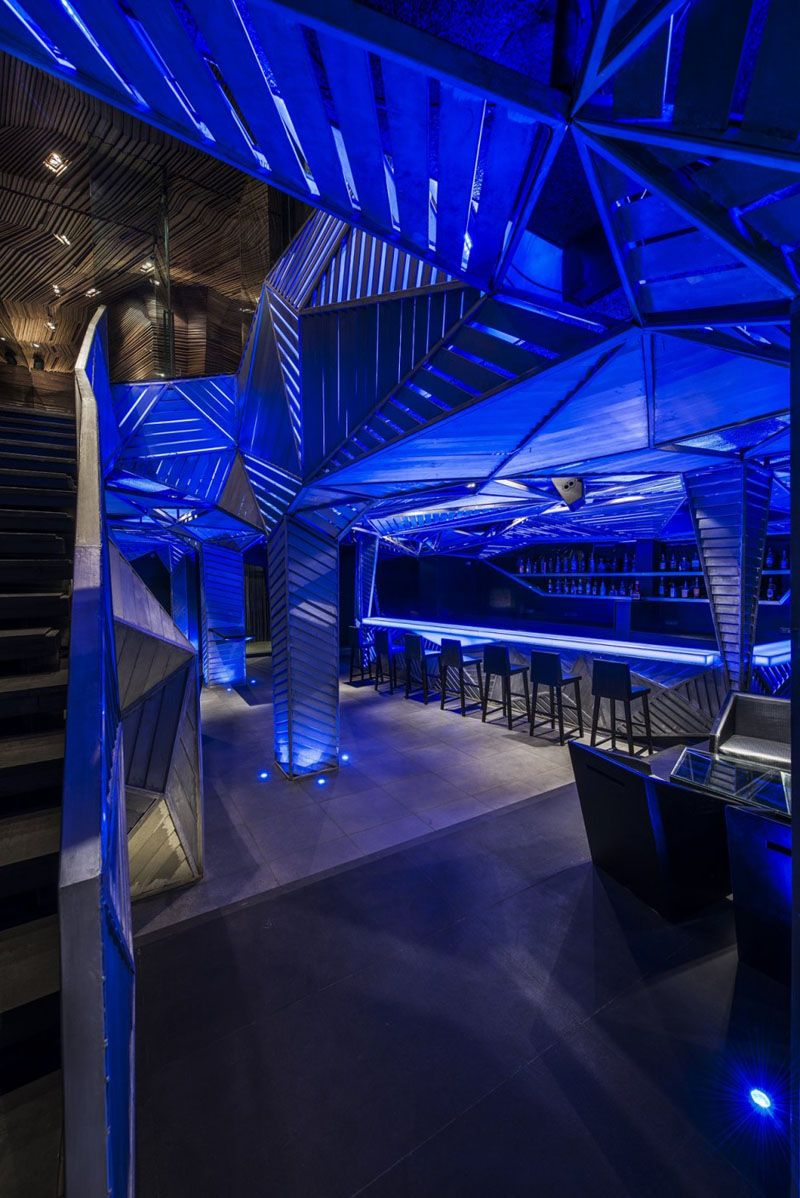 Fluid Geometric Design In Mumbai Auriga Restaurant And Nightclub Bar Interior Design Restaurant Design Restaurant Architecture