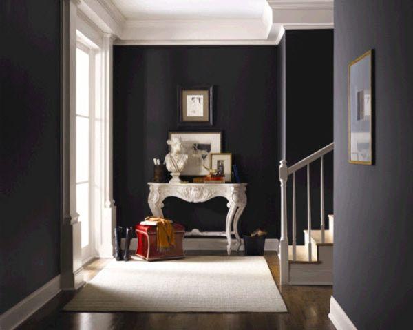 Dunkle Farbgestaltung Im Flur Mit Treppen, Weiße Skulptur   Farbgestaltung  Im Flur   25 Originelle Vorschläge