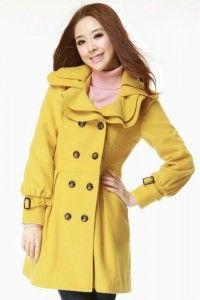 Abrigo amarillo.