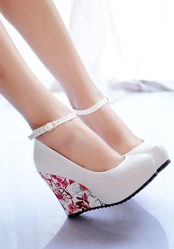 8dd7463cfde55d Weiß Runde Zehe Wedges Blumendruck Hochhackige Schuhe Wort Schnalle Schuhe  Keilabsatz Elegant