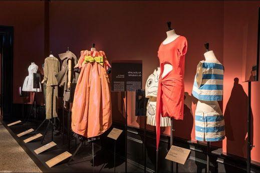 Suzy Menkes, Paris'teki Anatomy of a Collection sergisini yazdı.. The Anatomy of a Collection Sergisi: Kimi Giyiyorsun? Vogue Türkiye Tasarımcıya değil, kıyafeti giyene odaklanan sergi `The Anatomy of a Collection`, Palais Galliera'da ziyarete açıldı.>>> http://vogue.com.tr/suzy-menkes/the-anatomy-of-a-collection-sergisi-kimi-giyiyorsun?utm_content=buffera0115&utm_medium=social&utm_source=plus.google.com&utm_campaign=buffer
