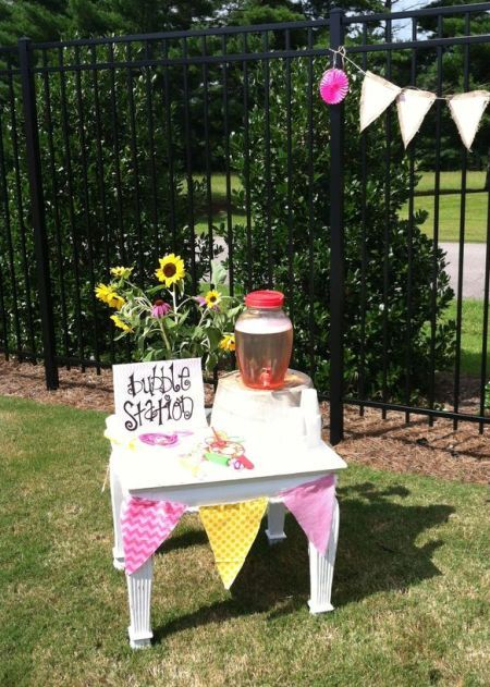 A Bubble Station Is Perfect Activity For 1st Birthday Party See More First Girl Ideas At One Stop
