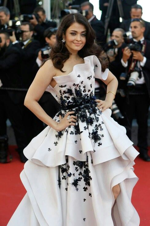 The most beautiful woman in this world. Aishwarya Rai Bacchan at Cannes 2015