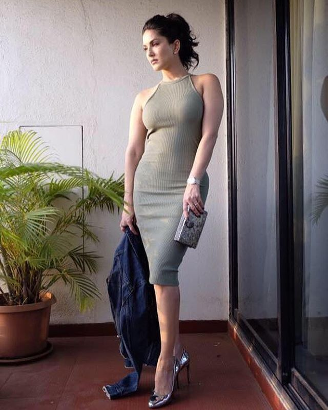 Sunny Leone always looks like a bombshell while flaunting her curves and  this recent look is no different! The gorgeous girl wore a basic dress from  H&M and ...