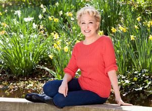 Bette Midler gets interviewed by Marlo Thomas on