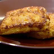 recept wentelteefjes  Een wentelteefje is een zoet broodgerecht dat vooral in Europa en Noord-Amerika gegeten wordt. Vroeger maakten ze van het oude brood wentelteefjes zodat ze het niet hoefden weg te gooien.  Hier een lekker recept!