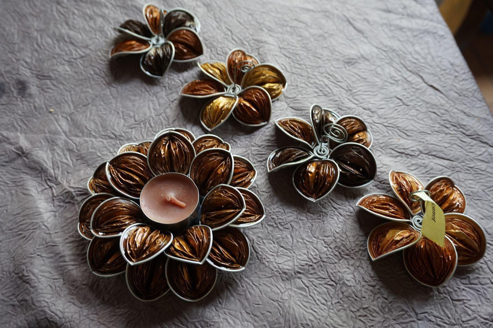 marque place bougeoir centre de table fleur capsules caf nespresso original noel dor or. Black Bedroom Furniture Sets. Home Design Ideas