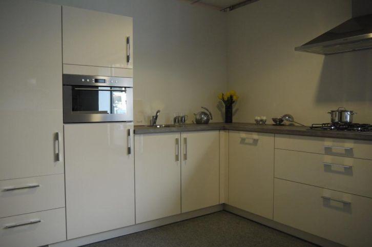 14.luxe maxiline hoogglans keuken incl. app.