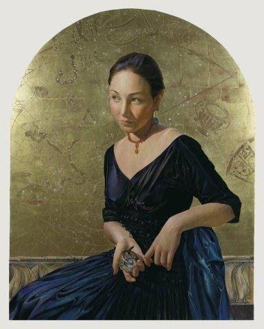 """""""Constellations"""" de Fred Wessel - La Ciencia de los Astros (Astronomía desde casa) """"Becca (Sundial)"""", se ve a otra mujer con un reloj horizontal en la mano."""