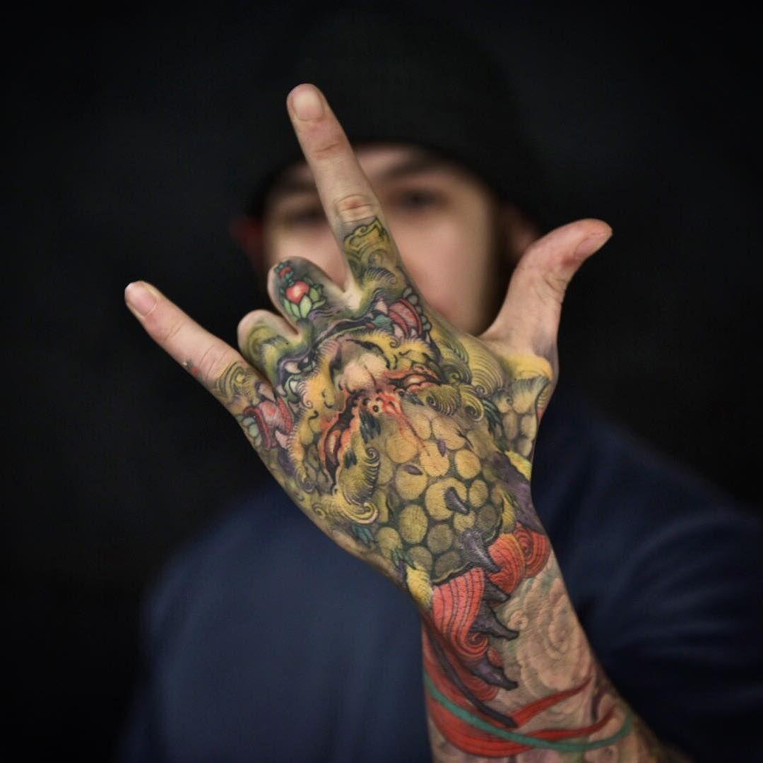 5 922 Me Gusta 26 Comentarios Japanese Ink Japanese Ink En Instagram Japanese Sleeve And Hand Tattoo Hand Tattoos Oriental Tattoo Japanese Hand Tattoos