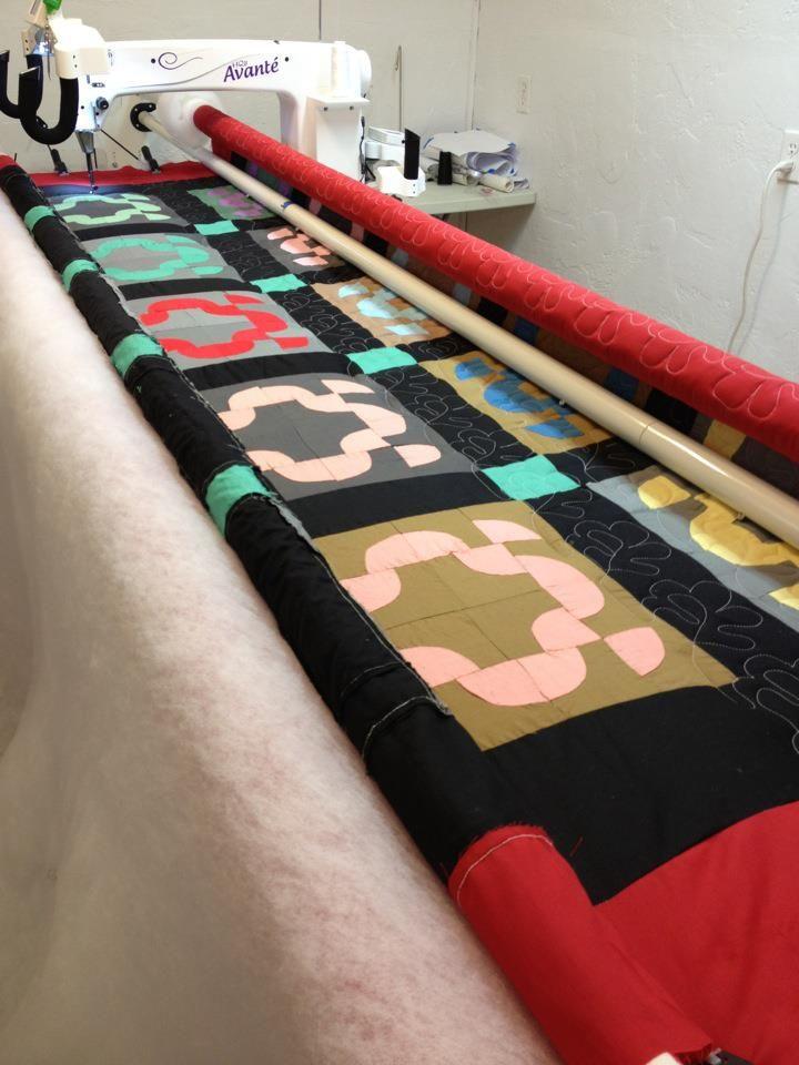 Dar Walker is working on this great quilt using her HQ18 Avante ... : hq18 avante quilting machine - Adamdwight.com