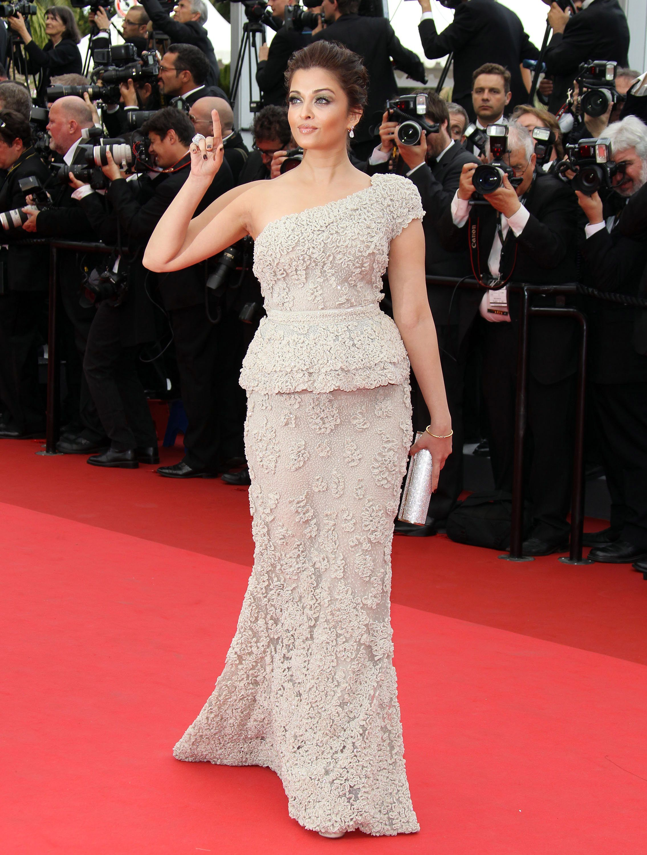 Aishwarya Cannes 2011 Midnight In Paris Premiere Fashion Forward Pinterest Cannes