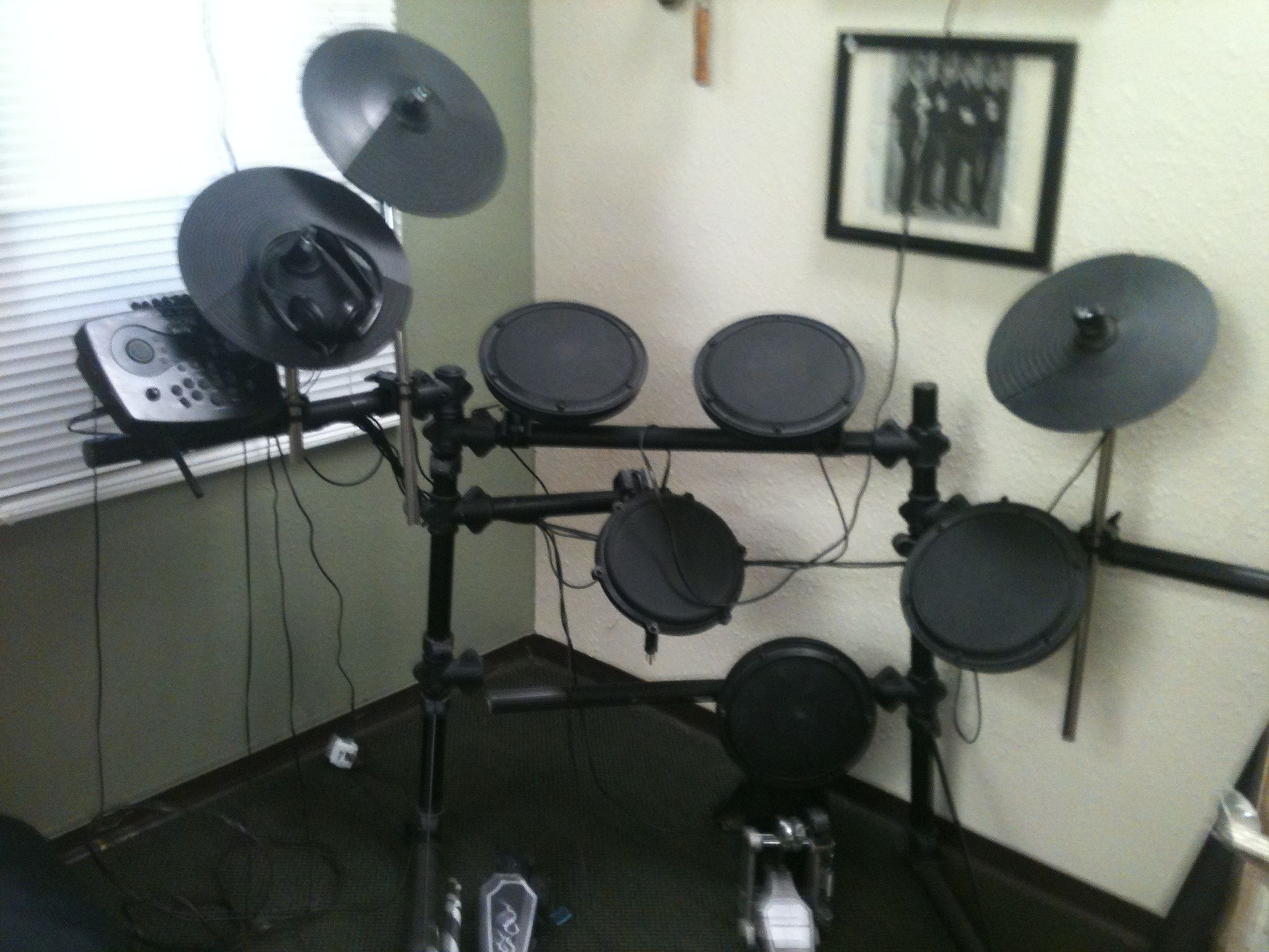 electric drum set in lilbees 39 garage sale spokane valley wa garage sale electronics. Black Bedroom Furniture Sets. Home Design Ideas