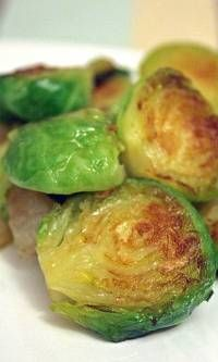Sweet and Spicy Brussel Sprouts on http://crazysexylife.com